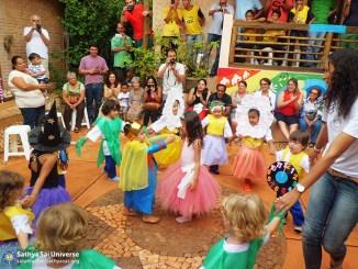 Brazil - Students performing A Bela Rosa Juvenil dance