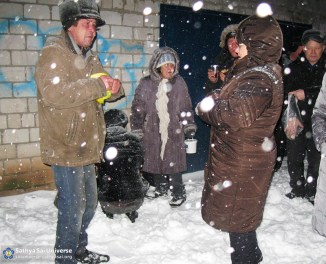 2015.11.23-Z8-Russia-region 1-Anniversary of Swami-feeding needy (3)