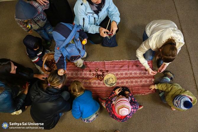 2015_10_18_ 8M3_ Ukraine_ Kiev_ Serve the Planet_ Conducting a class for refugee children_ Creative workshop