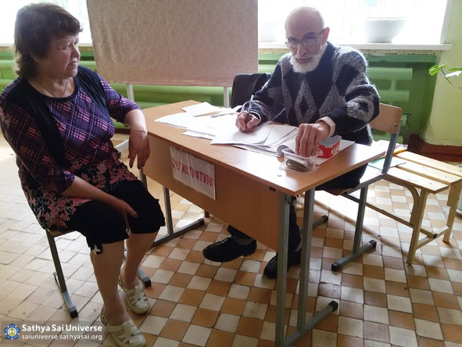 2016-05-26-31-z8-russia-interregional-medical-volunteer-camp-record-on-reception-to-doctors