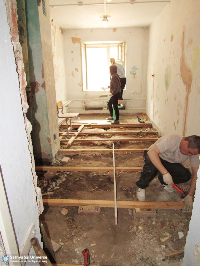 2016-06-04-z8-russia-ural-region-regional-sai-volunteer-camp-repair-of-floors-in-the-youth-center