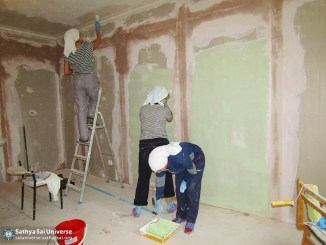 2016-09-9-11-z8-russia-ural-region-the-volunteer-camp-paint-the-walls-in-the-room-hospital