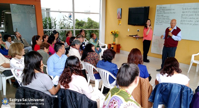ssihve-facilitators-seminar-dr-dhall-interacting-with-the-attendees-sathya-sai-institute-of-human-values-bogota-colombia-zone-2b-feb-28-2016