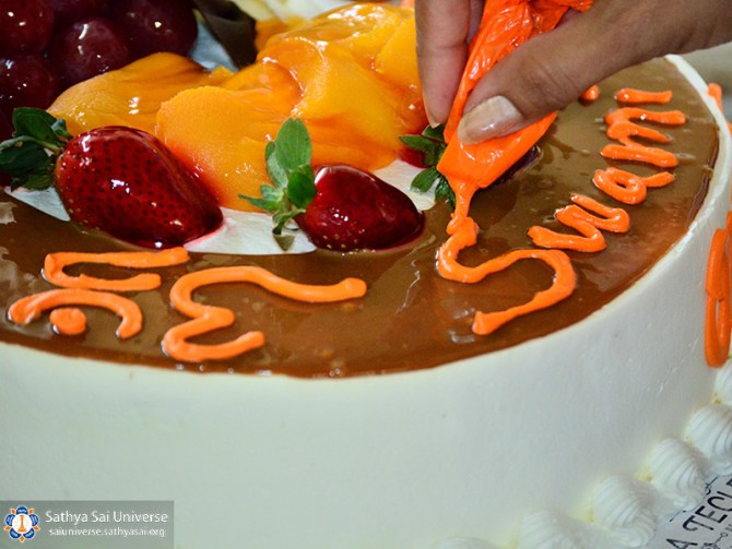 2a-zone-el-salvador-2016-november-27-11-decorating-birthday-cake-copy