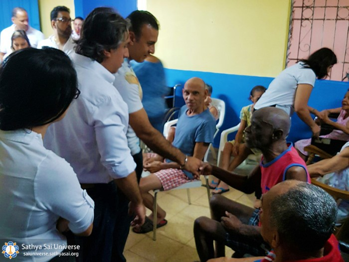 2a-zone-panama-2016-november-19-greeting-elderly-copy