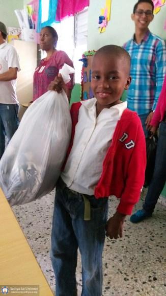 2a-zone-2016-november-19-dominican-republic-clothing-donation-copy