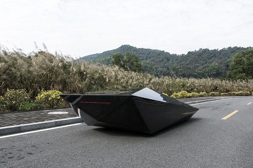 united-nude-lo-res-car-designboom-04-818x545