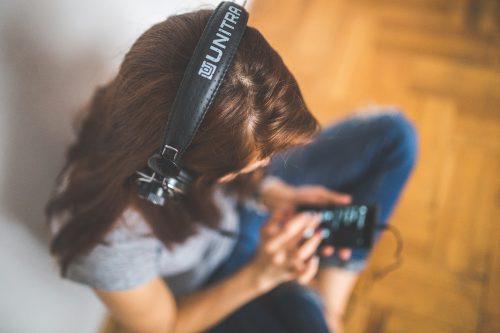 woman-girl-technology-music