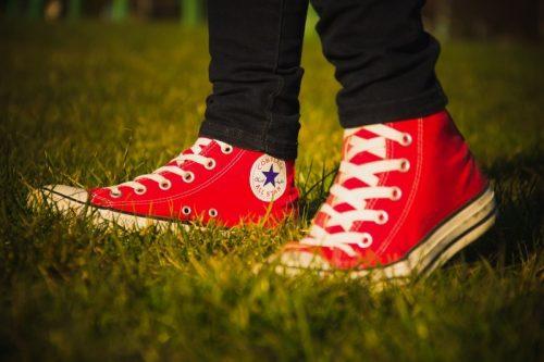 converse-all-star-logo-red-shoes-walk-pair