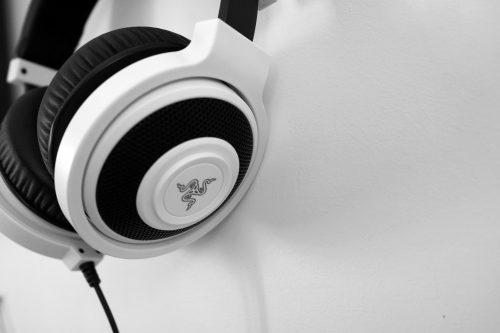 headphones-1377193_1920