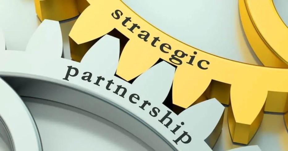 Strategic Partnership concept on the gearwheels