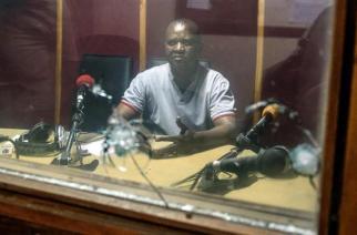 Malgré la libération du journaliste de Bonesha FM, un climat toujours extrêmement tendu pour les médias au Burundi