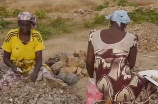 VIDÉO – Dans la région de l'Extrême Nord du Cameroun, à Maroua, les femmes ont fait du concassage de pierre leur métier