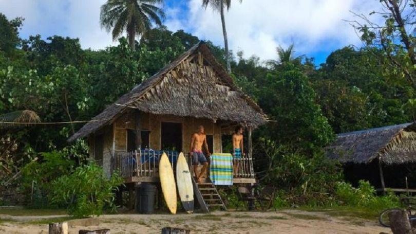 L'une des huttes en bord de mer. (© Kosrae Nautilus Resort)