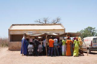 La « case de santé locale » près du hameau de Dionie, où les sages-femmes volantes organisent une fois par mois des consultations gynécologiques et de médecine générale CRÉDITS  MATTÉO MAILLARD