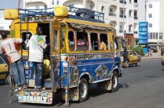 A Dakar, un bus «ça n'est jamais plein»