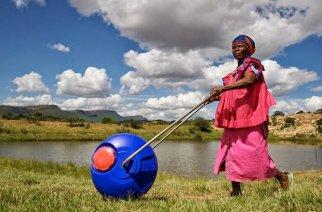 VIDÉO – Hippo Water Roller fête ses 25 ans : De l'eau pour tous dans les villages en Afrique