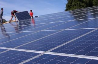 Découverte : Des panneaux solaires permettent de produire du carburant