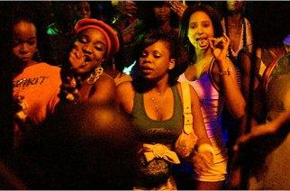 VIDÉO – Un samedi soir dans un quartier branché de Dakar