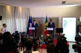 Manuel Valls, premier ministre français, et Mahammed Boun Abdallah Dionne, premier ministre du Sénégal, en conférence de presse.