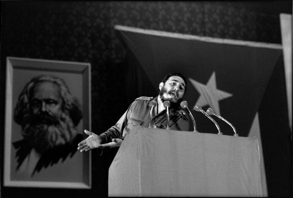 Discours de Fidel Castro en 1963, au théatre Chaplin à la Havane. H. Cartier Bresson. Magnum Photos