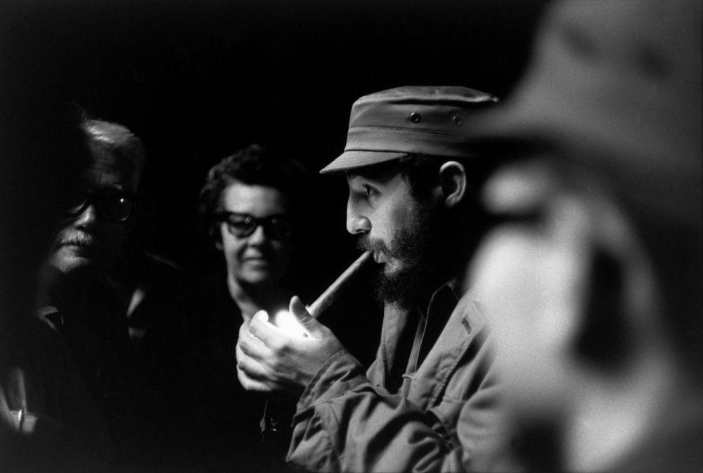 Fidel Castro, juste avant un discours au théatre Chaplin à la Havane, en 1963. H. Cartier Bresson. Magnum Photos