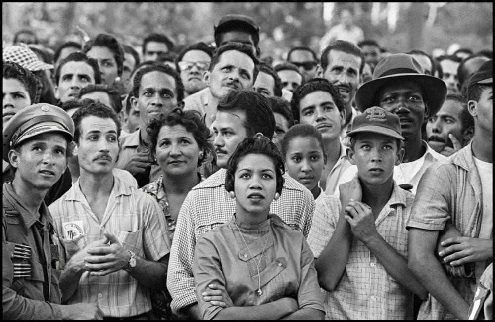 La Havane, en 1959 - Foule dans l'attente de l'arrivée de Fidel Castro; Burt Glinn. Magnum Photos