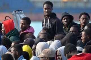Les chefs de diplomatie des pays membres de l'UE ont conçu un plan prévoyant le retour de migrants clandestins dans les pays africains.   © AFP/Angelos Tzortzinis