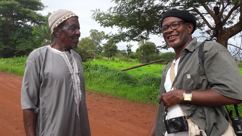 Retrouvallies du farando Boubacar Touré Mandemory avec le Bedik Yalamoune Keïta du village de Baniangue rencontré en 1992.Copyright Maru Hernandez – avec Boubacar Touré Mandemory
