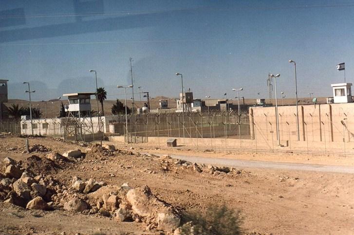 Nafha Hapishanesindeki Baskılara Karşı Üç Bin Filistinli Tutsak Bir Günlük Açlık Grevi Eylemi Gerçekleştirdi