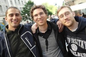 Tre vänner utanför lokalen vid Norra Djurgårdsstaden - platsen för vår första årskonferens år 2013.