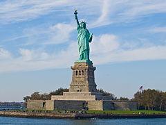 """""""Ge mig era trötta, era fattiga, era förtryckta massor..."""" lyder inskriptionen på Frihetsgudinnan. Den vars stomme konstruerades av Gustave Eiffel, Eiffeltornets konstruktör."""