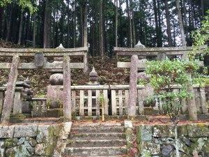 蓮華定院裏の真田家墓所