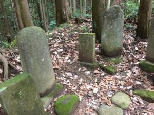 阿菖蒲の墓と真田幸村の供養碑