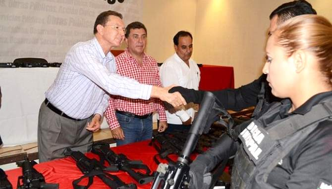 Guaymas Municipal Police Receive New Arsenal Of Weapons To Fight Narcos