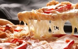 Простой рецепт с фото тонкой итальянской пиццы. Тесто для пиццы фото