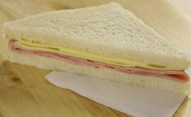 Prohiben la comercialización de un sandwich de miga elaborado en Carlos Pellegrini