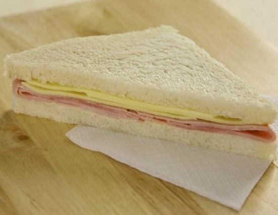 sandwich_miga_jamon_y_queso.jpg_1572130063