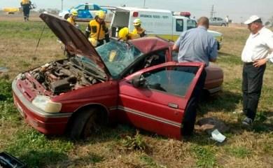 Ruta 34 entre San Genaro – Centeno: Mordió la banquina y terminó en vuelco