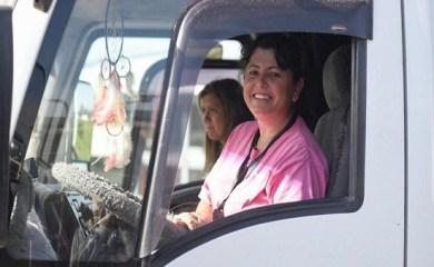 La historia de Agustina, la camionera que venció los prejuicios y hace ocho años lleva cereal al puerto