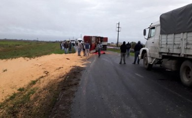 Volcó camión en Ruta 34 a la altura de Totoras