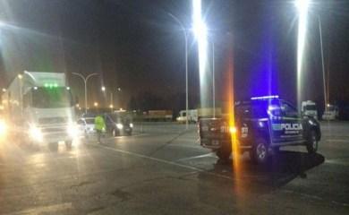Choque múltiple entre tres camiones y dos autos en la autopista a Rosario-Santa Fe