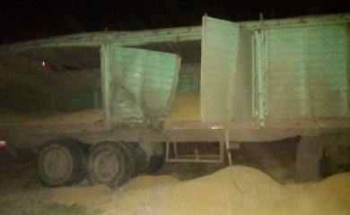 Ruta 65 – Diaz: Un camión fue impactado por un tren y perdió su carga