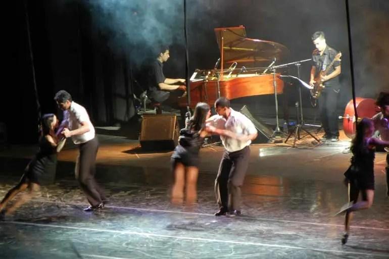 Aerial Tango