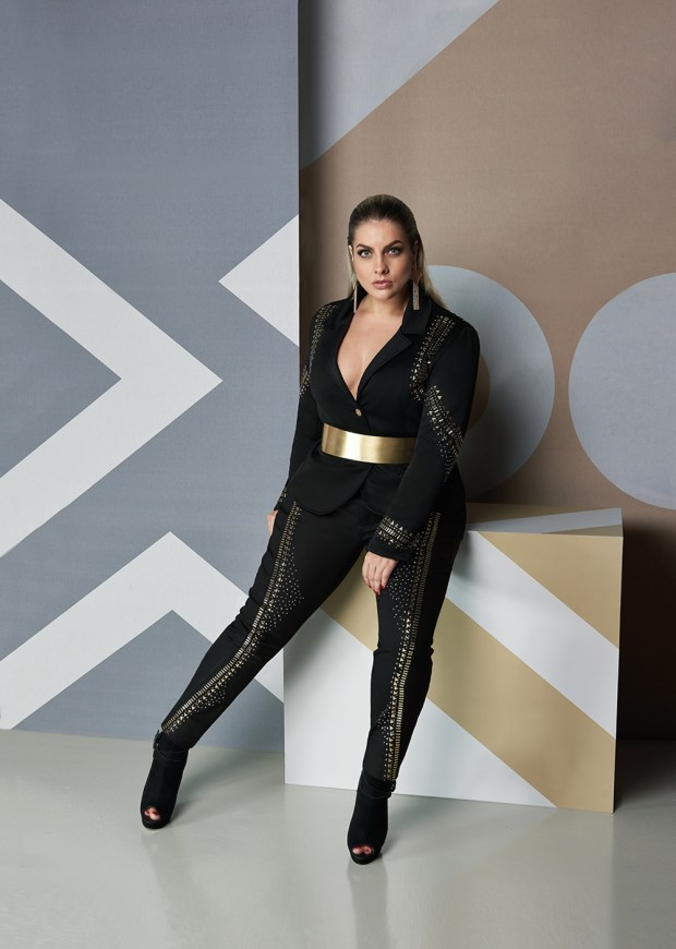 Elegance Plus Size_brilho glamour_modelo Suelen Kath
