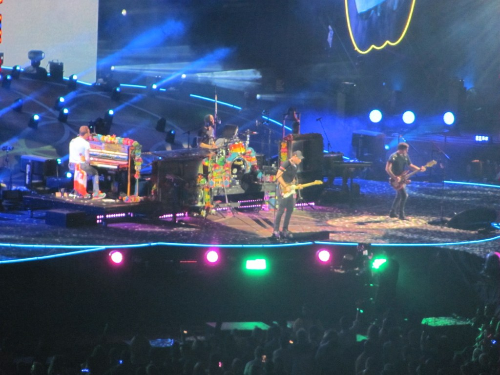 Hot On The Street Coldplay Toronto Chris Martin Piano