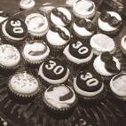 Roaring-20s-Dirty-30-Mini-Cupcakes-03A