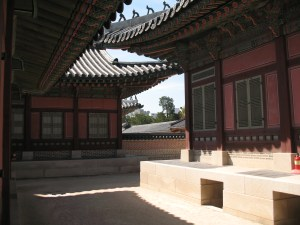 Fires were build under the building at Changdeokgung