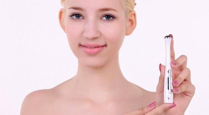 blond-holding-skin-tool-swiss-beauty