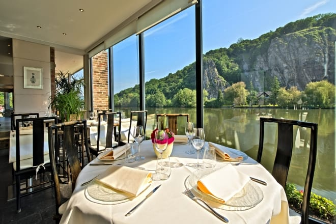 20_restaurant_wepion_namur_chez_chen_chen_ai_hsiung_eating
